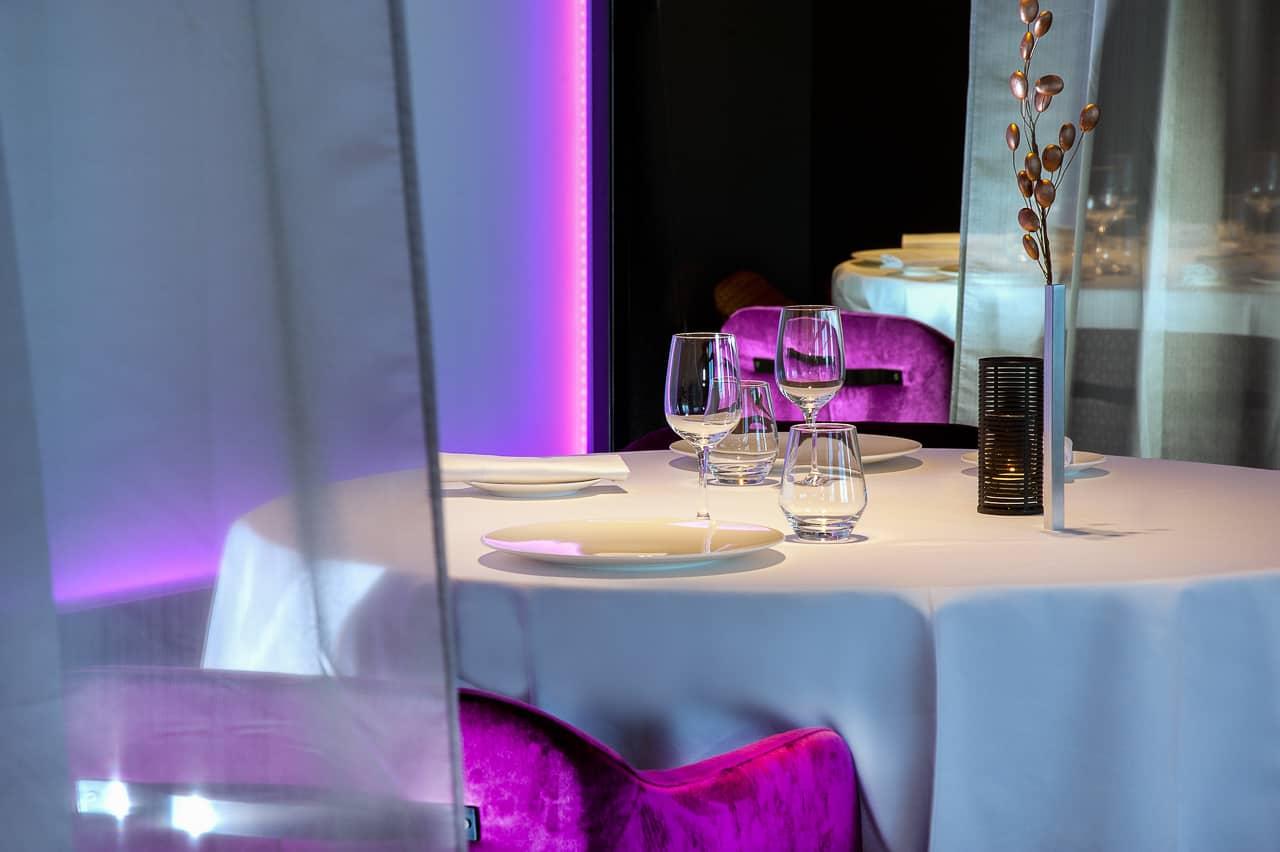 Vue couleur sur table de restaurant