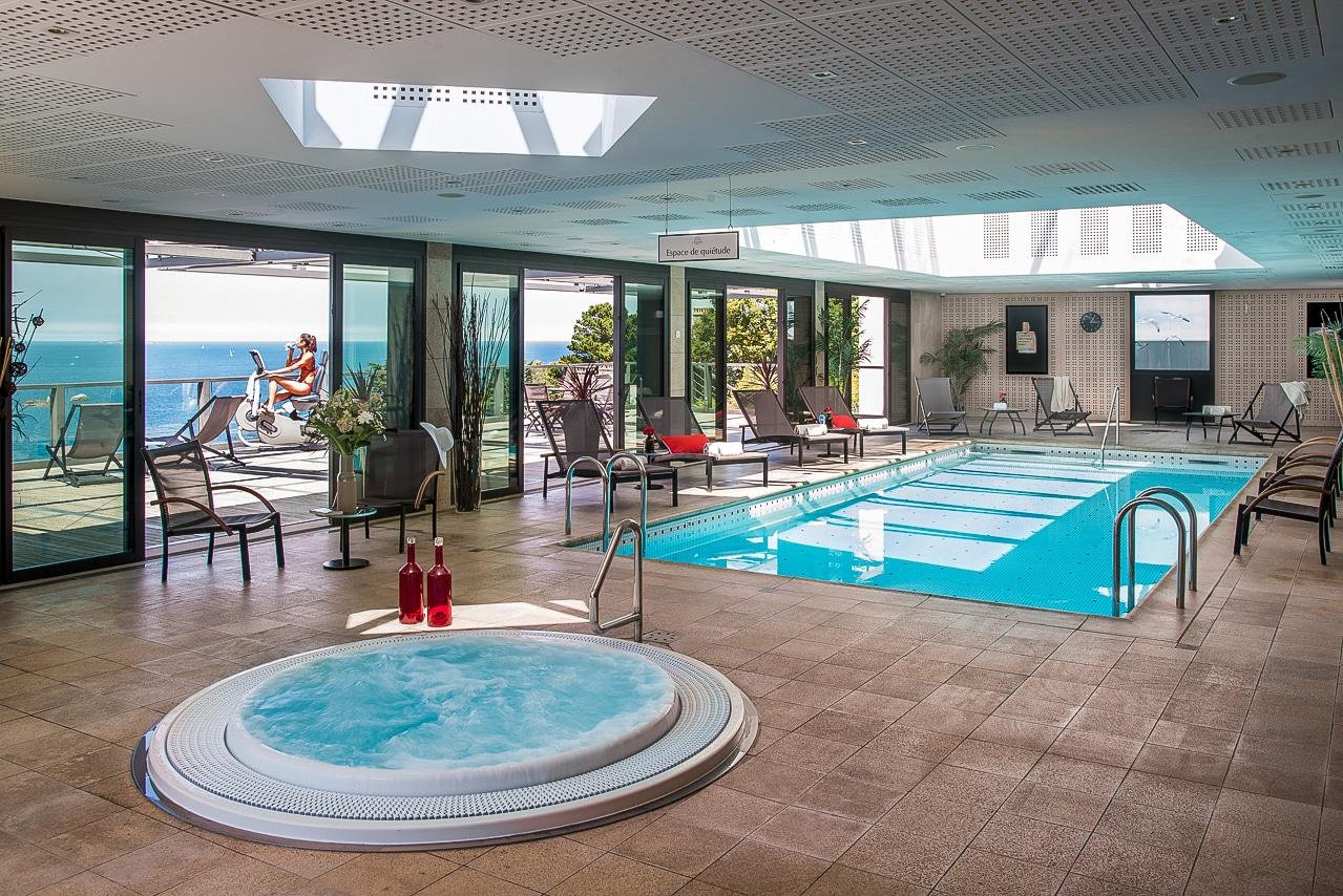 Spa Nuxe et piscine de l'hôtel Agapa à Perros-Guirec