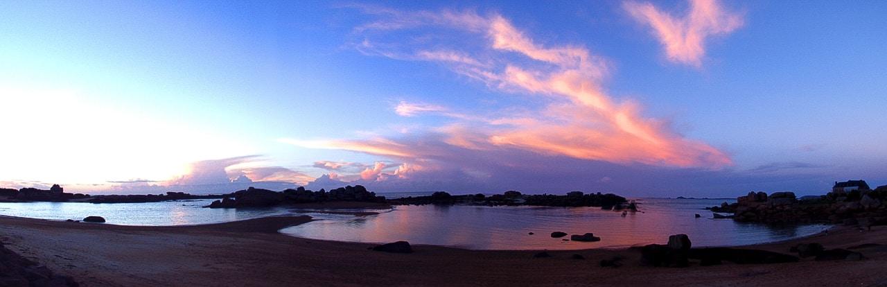Vue aérienne - Panoramique vue sur plage avec coucher de soleil