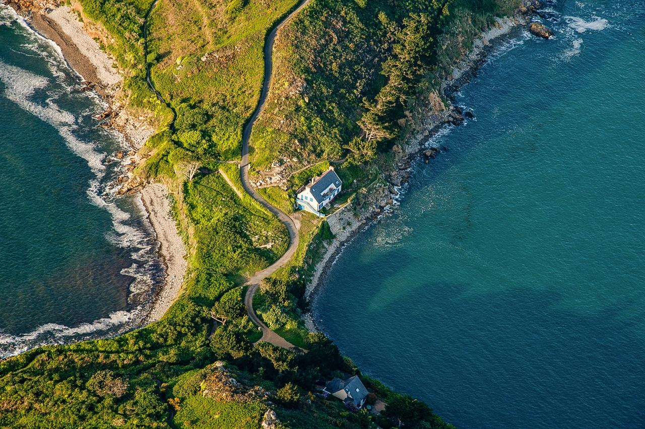 Incroyable vue sur des demeures d'exception au bord des côtes armoricaines