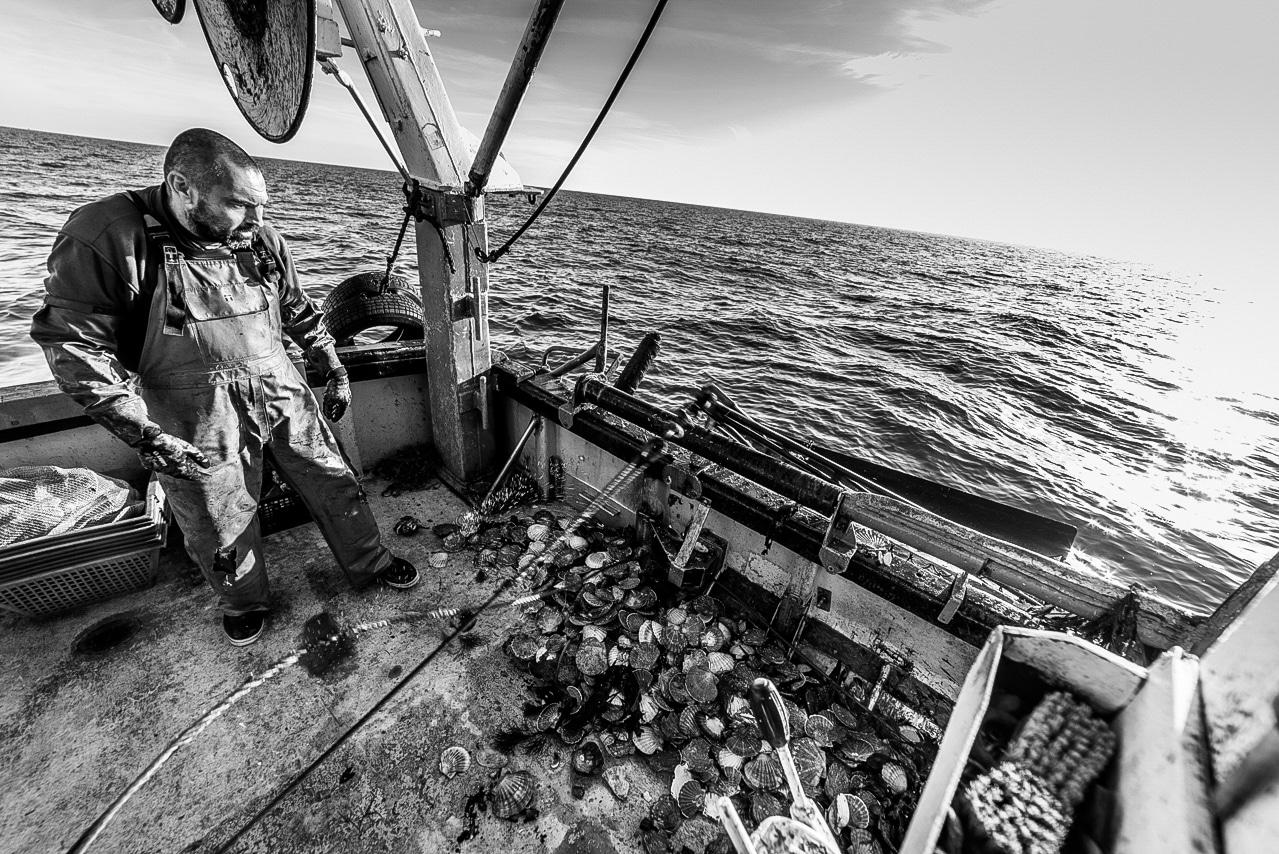 Pêcheur sur son chalutier