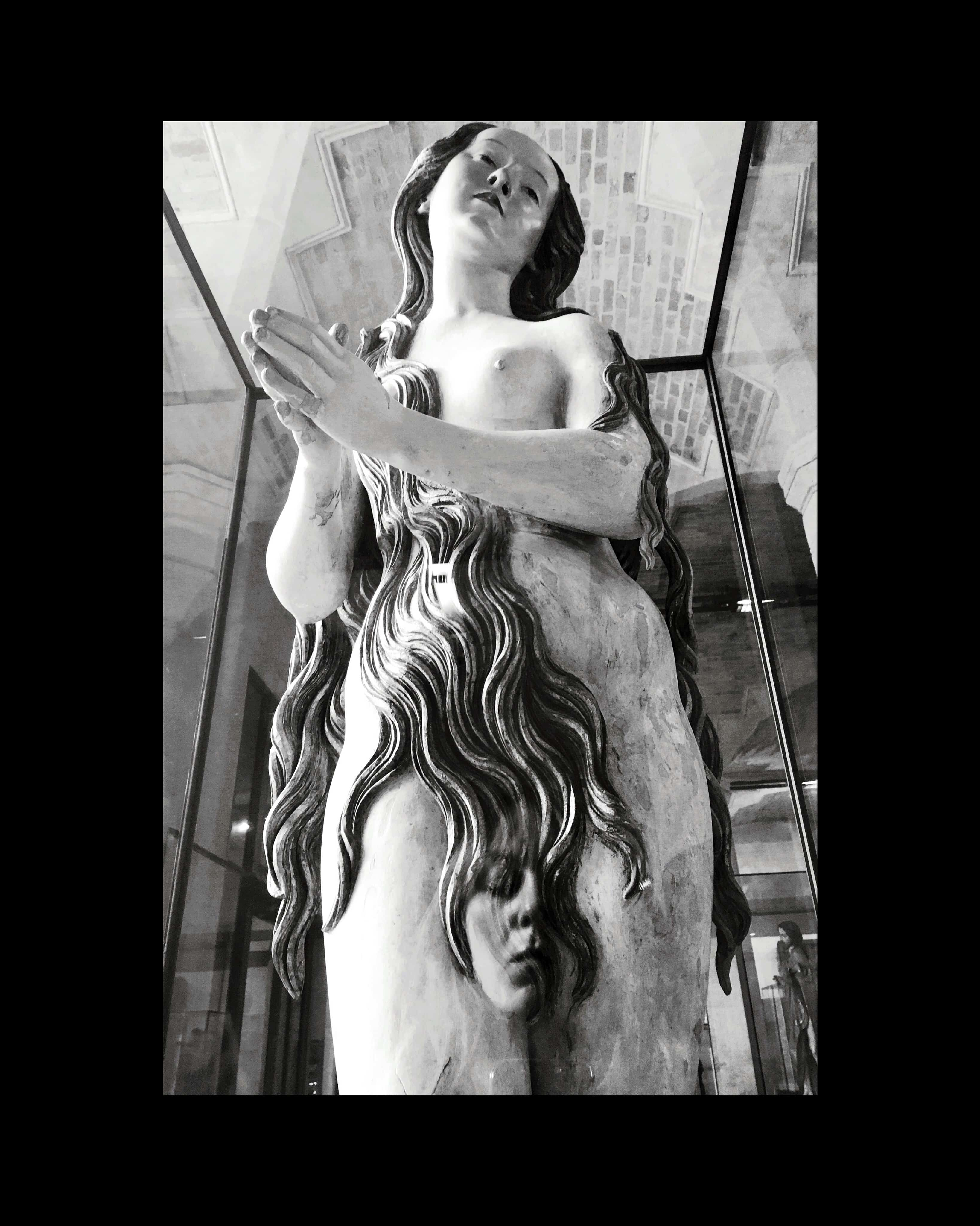 Grande et magnifique sculpture représentant une femme