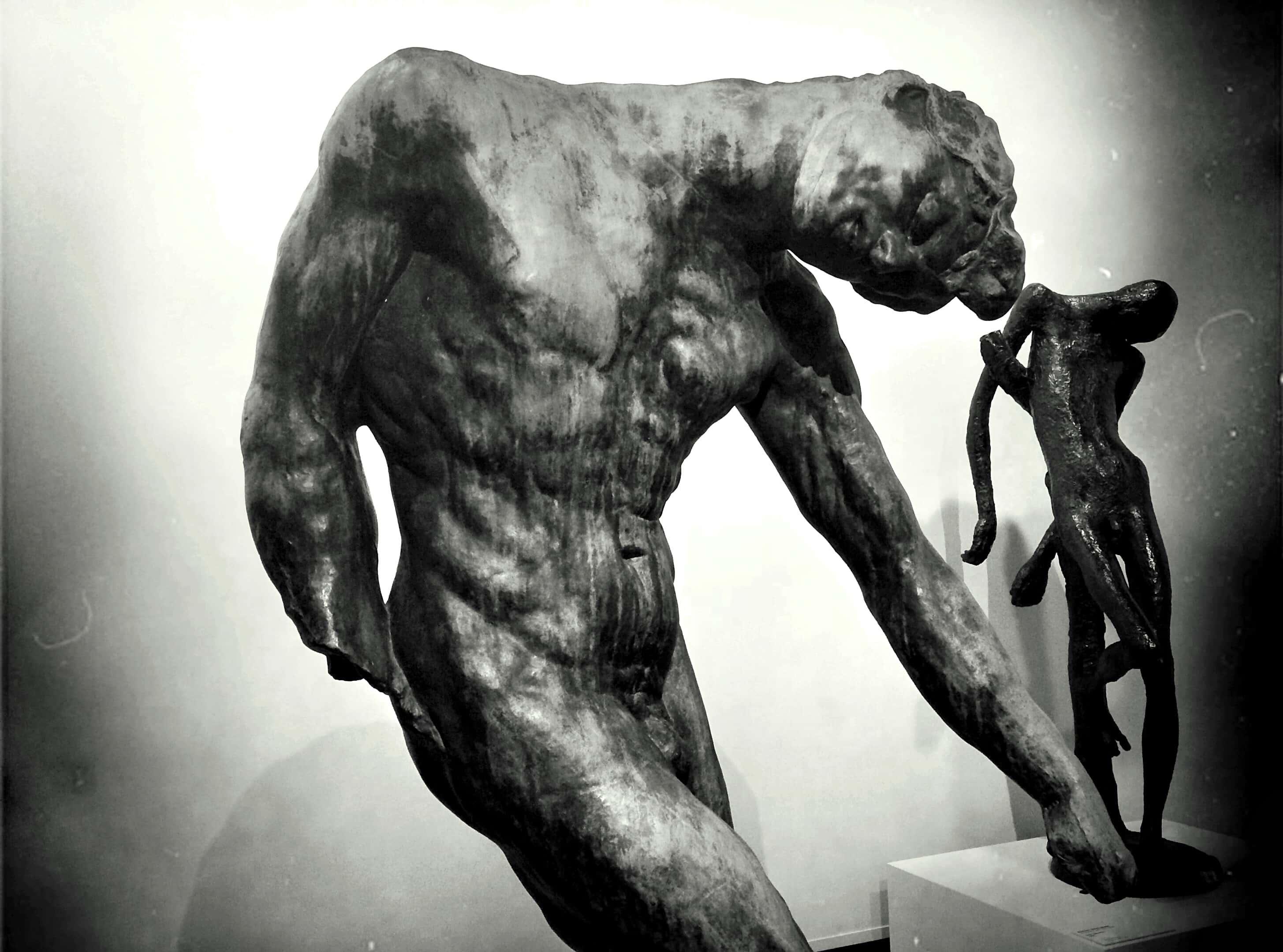 Statue homme penché