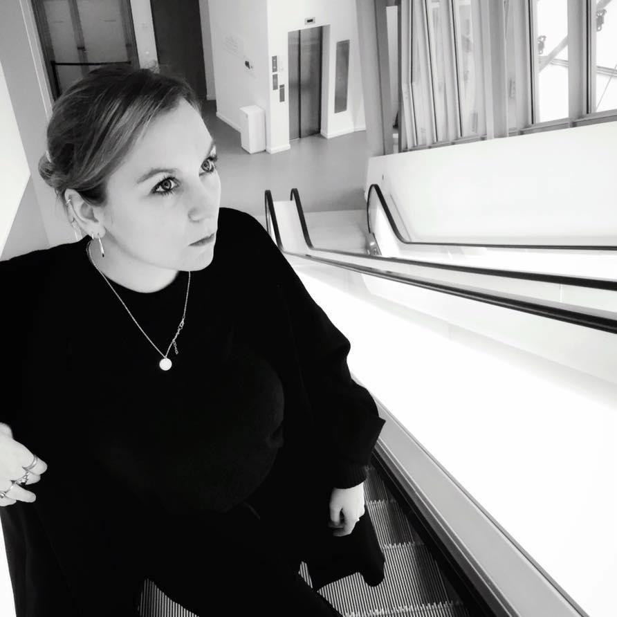Manon richard apporte ses connaissances et son regard sur la direction esthétique et l'élaboration de différents projets