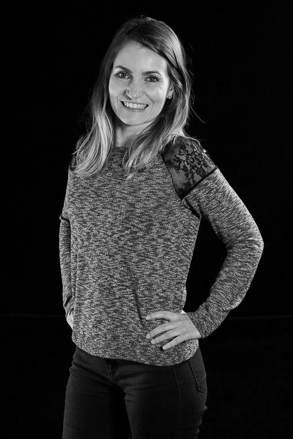 Portrait en noir et blanc d'une chef d'entreprise