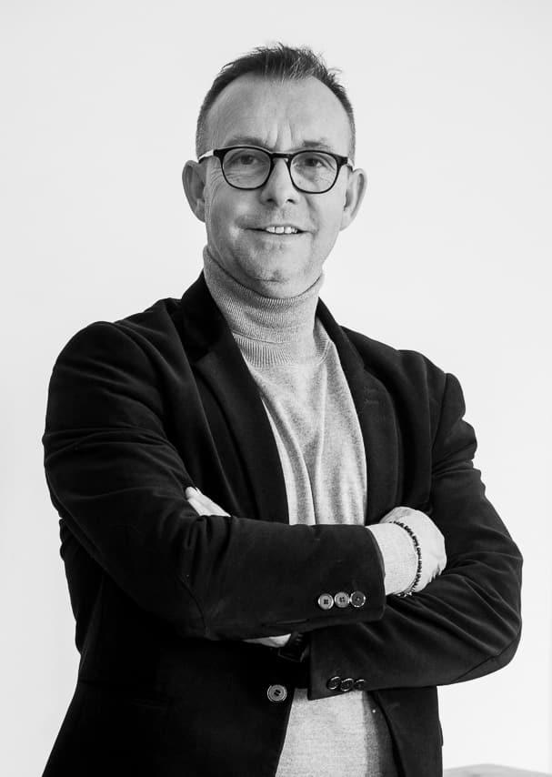 Portrait noir et blanc d'un collaborateur